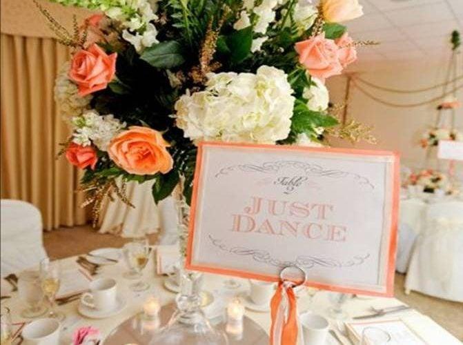 Wedding Showcase: Classic Coral