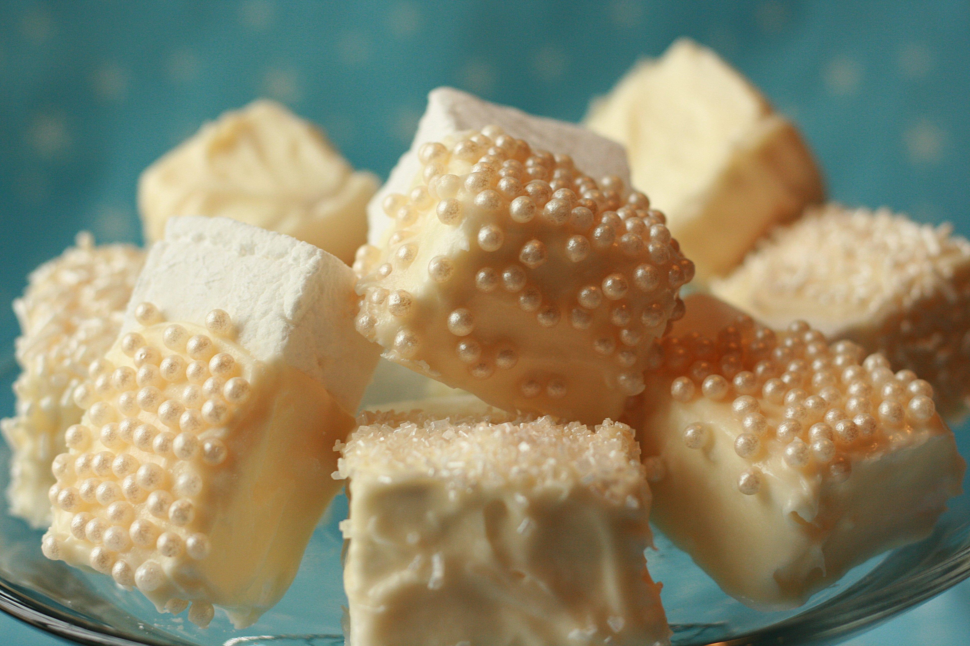 DIY: Homemade Marshmallows & Smores | Pizzazzerie