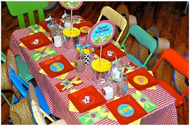 barnyard birthday party table