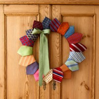 neck tie wreath