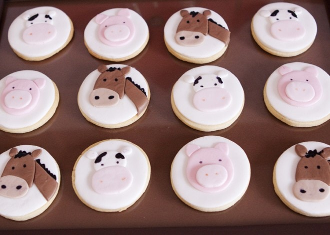 farm animal party cupcakes