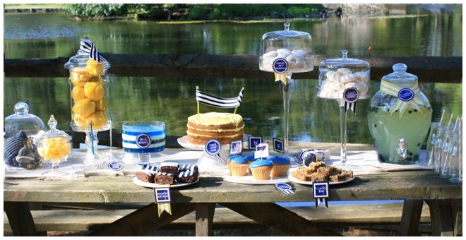striped lakeside tablescape