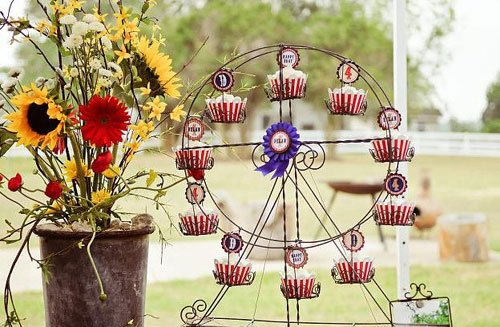 farm-carnival-party-cupcake-ferris-wheel-centerpiece