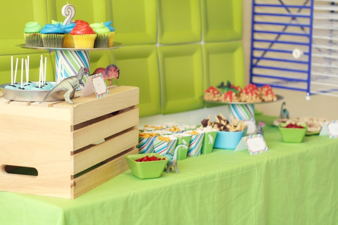 dinosaur birthday party table