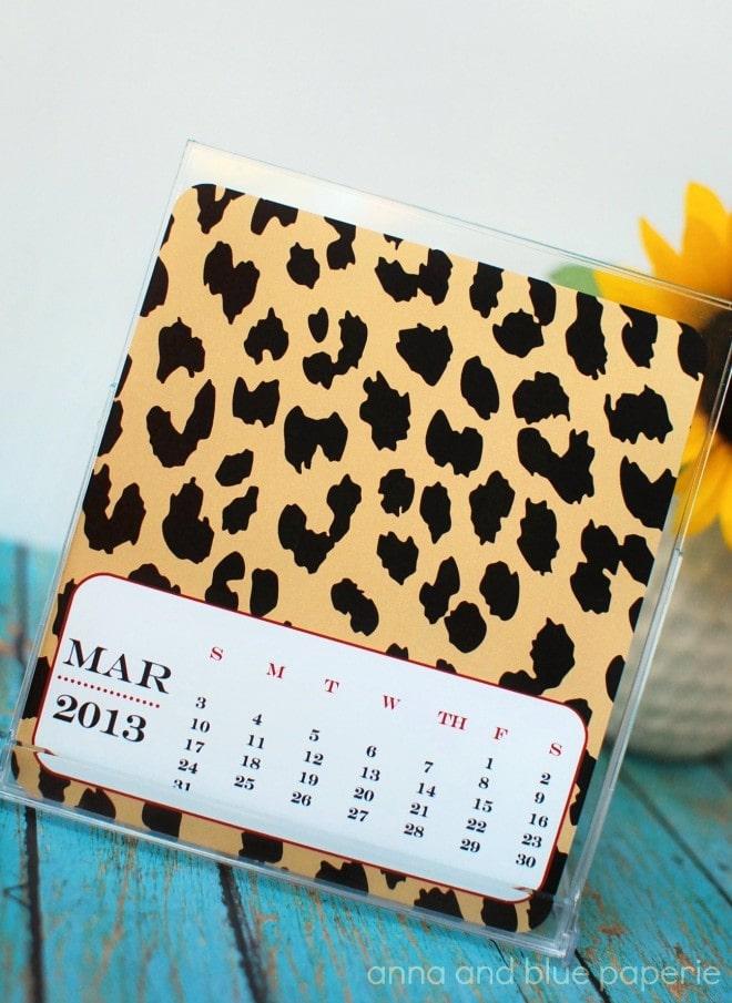 Animal Print 2013 Desktop Calendar - free!