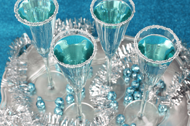 Frosted Icicle Mocktail #FritoLayHoliday