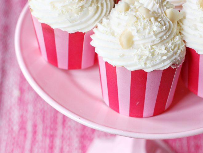 {Recipe} White Chocolate Macadamia Nut Cupcakes!
