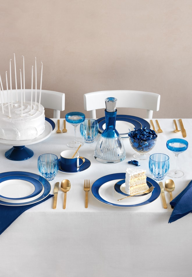 Cool and Chic Blue Tablescape