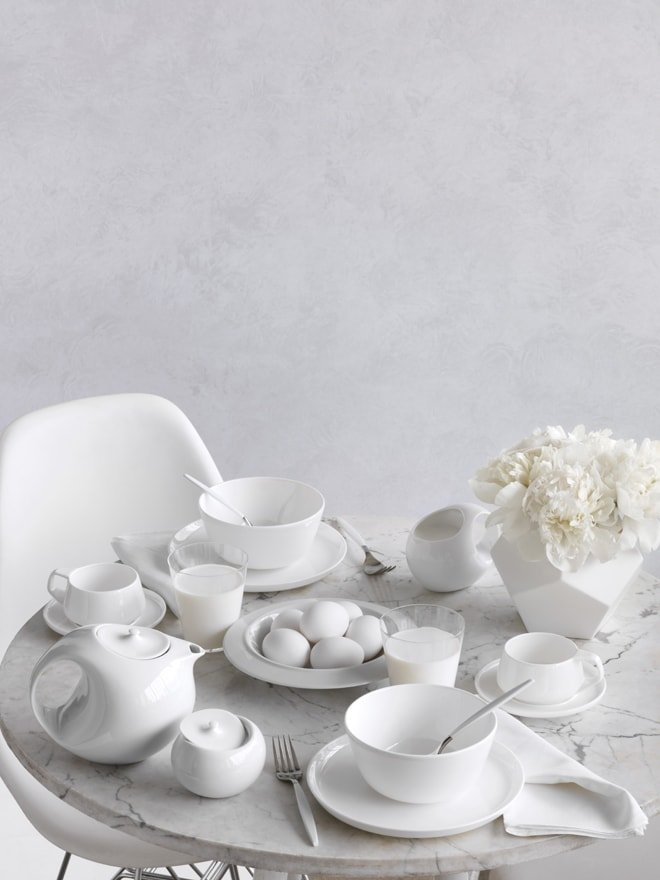 Mwd109608 white table 059