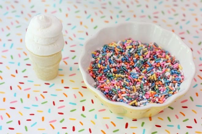 Itty Bitty Cake Cones!