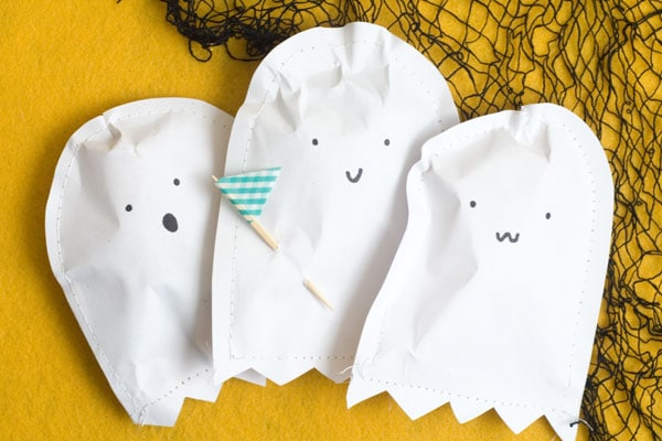 DIY trick or treat paper pouch!