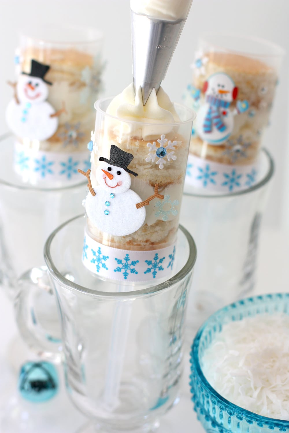 Snowmen Push-Up Pops