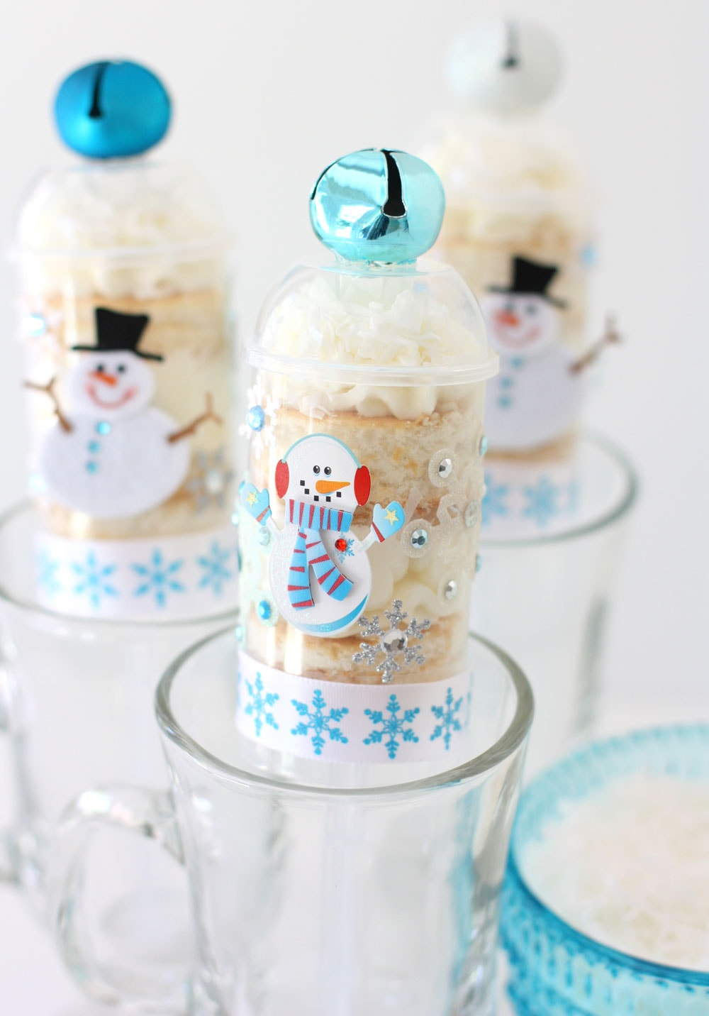 Snowman Cake Push-Up Pops!