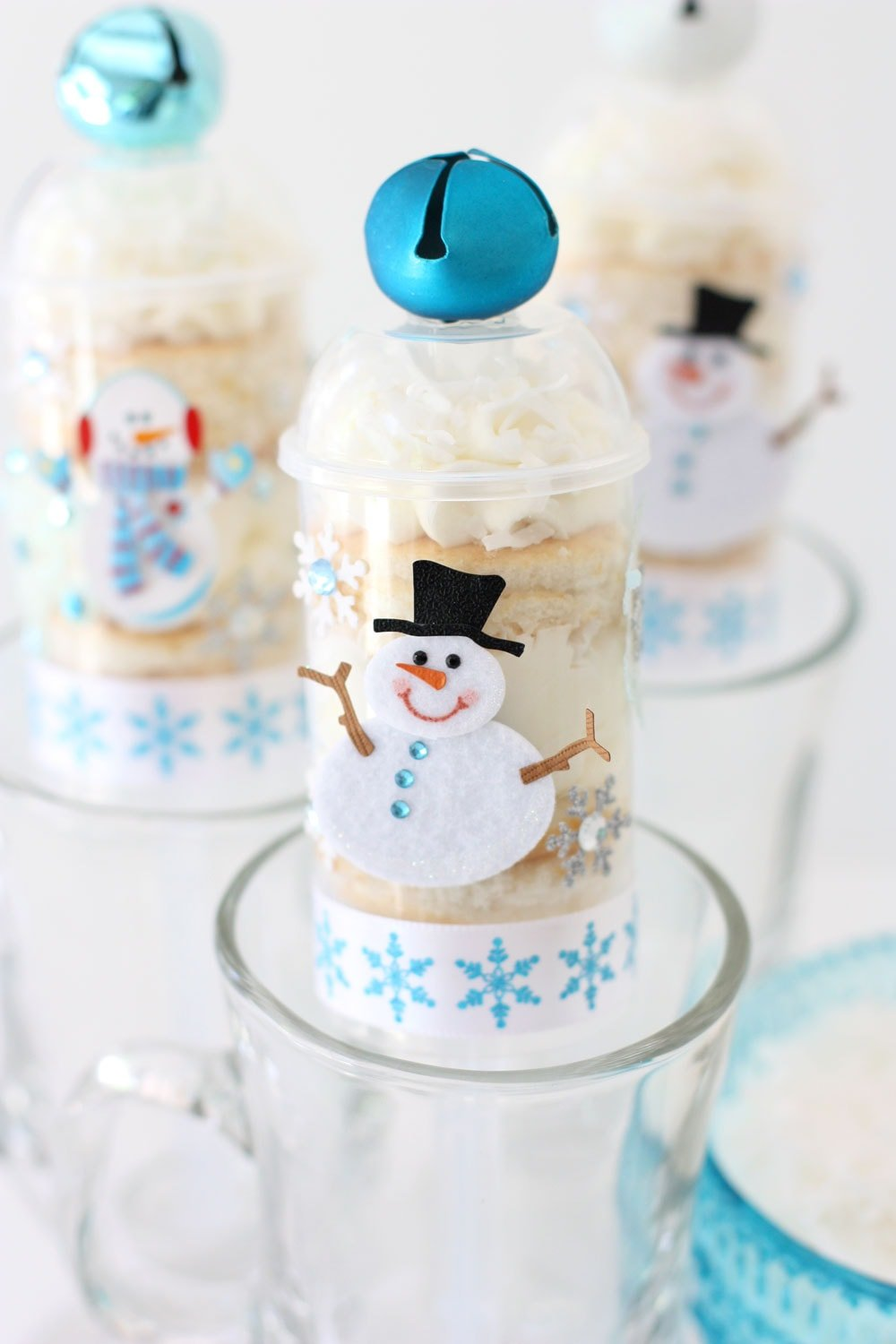 Snowmen Cake Push-Up Pops