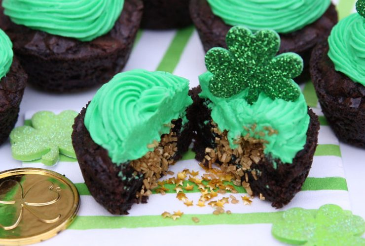 Hidden Pot of Gold Brownie Cups!