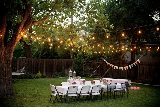 Lighting ideas for backyard entertaining!