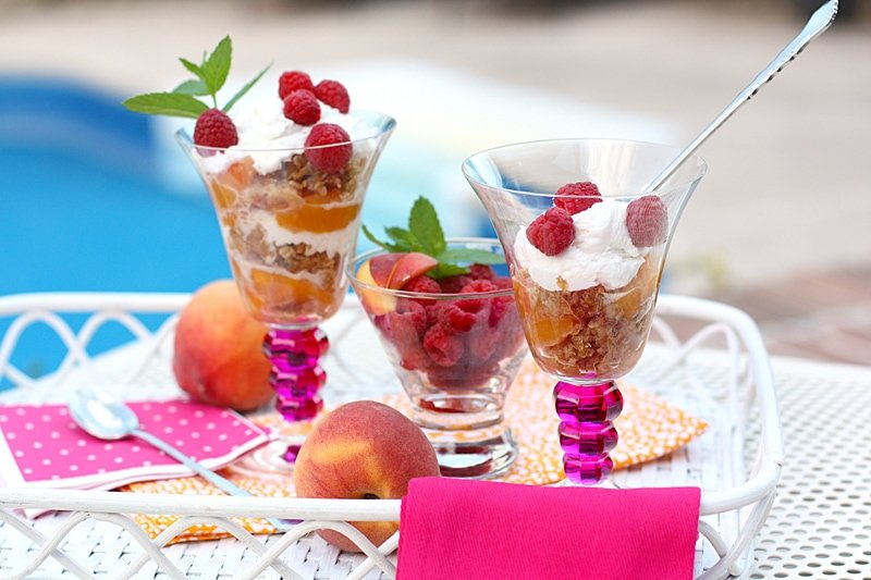 Delicious Summer Dessert: Peach and Raspberry Crisp Parfait!
