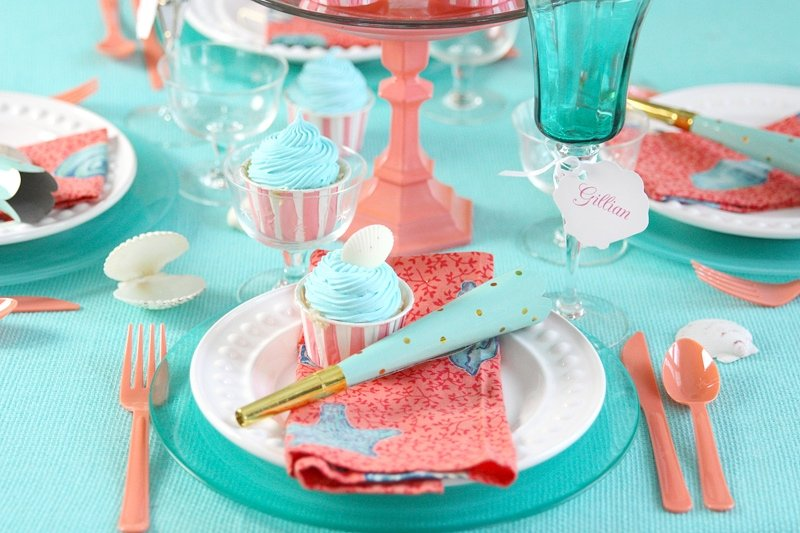 BEACHY AQUA + CORAL TABLESCAPE