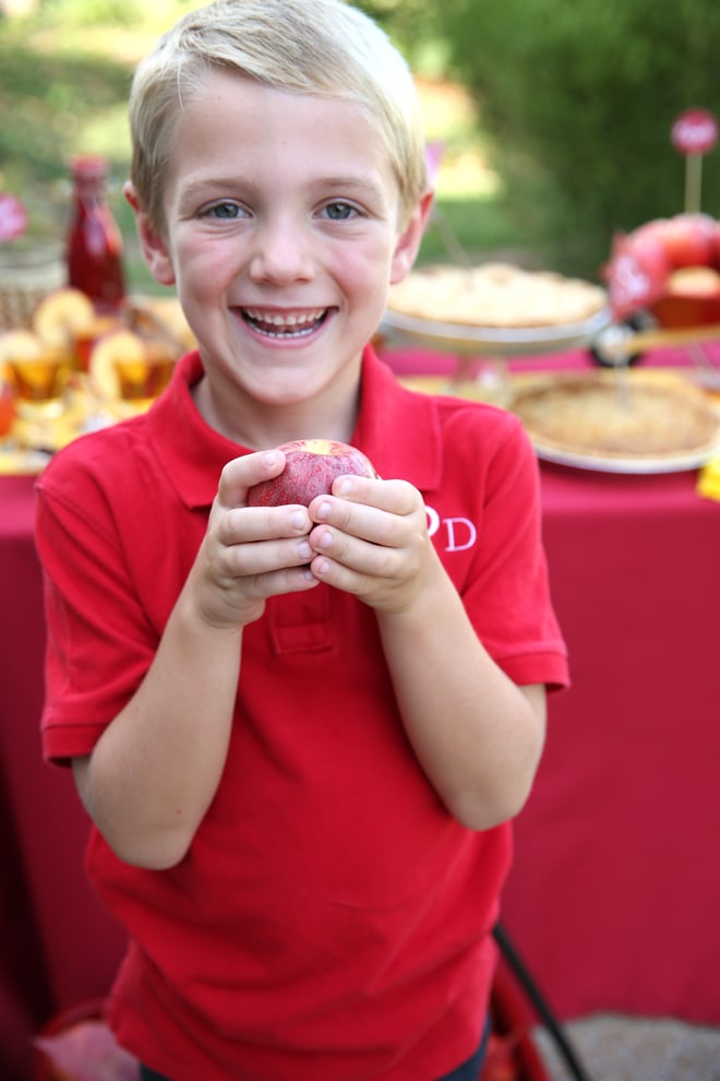 Head outside and enjoy a fall-themed apple party!