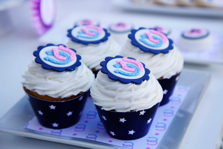 Horseshoe Cupcakes - so cute for a preppy pony party!