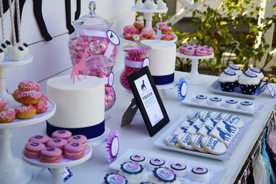 Horse themed sweets table!