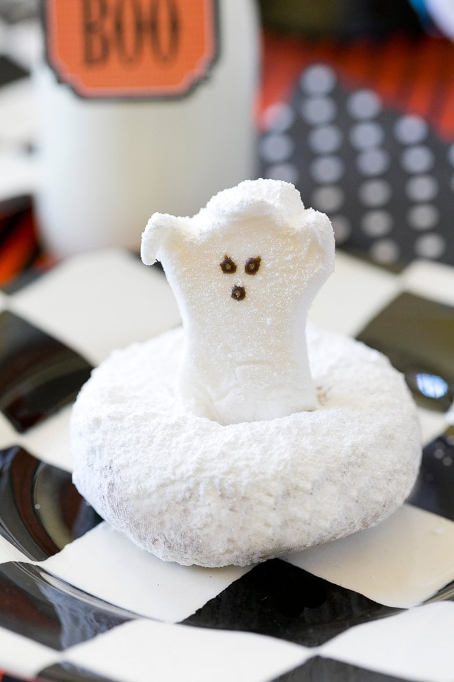 CUTE Ghost Donuts! Perfect for a Halloween breakfast treat! Pizzazzerie.com