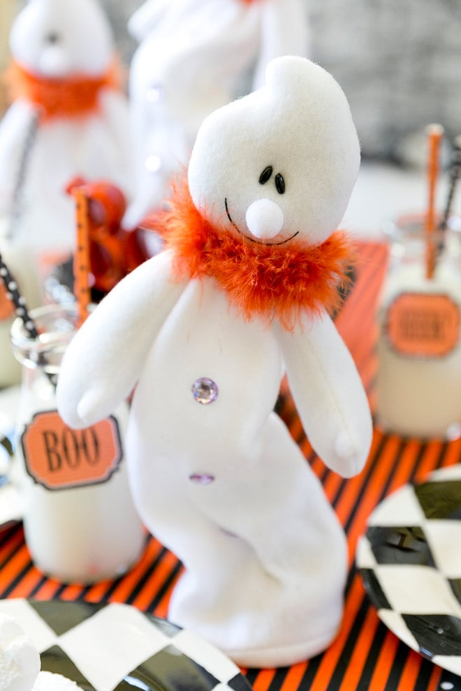 Cute whimsical ghost for Halloween centerpiece! Pizzazzerie.com