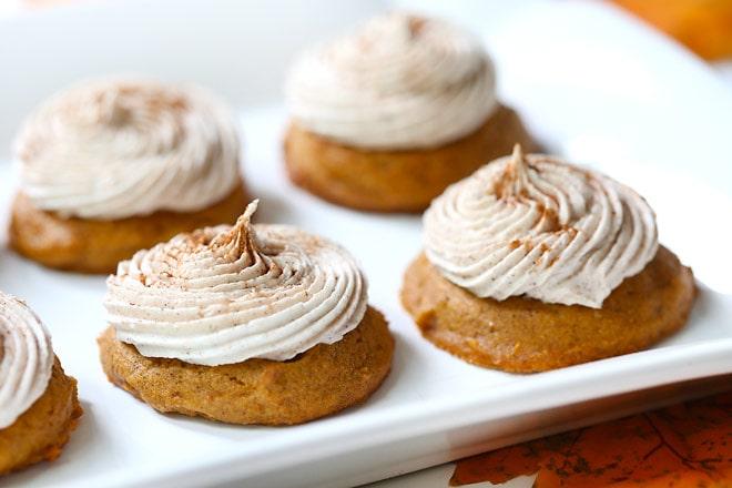 http://pizzazzerie.com/wp-content/uploads/2014/09/pizzazzerie-pumpkin-spice-cookies-cinnamon-frosting2.jpg?16c2fe