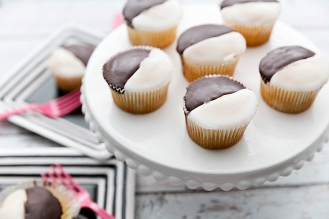 NYC-Style Black and White Cookies turned into Cupcakes!