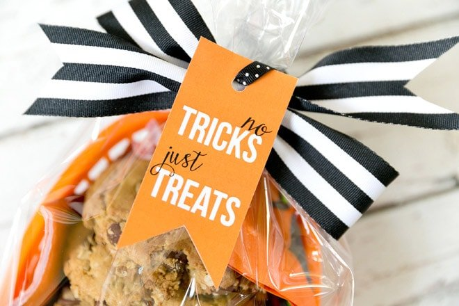 """No Tricks Just Treats"" Free Printable Halloween Gift Tag"