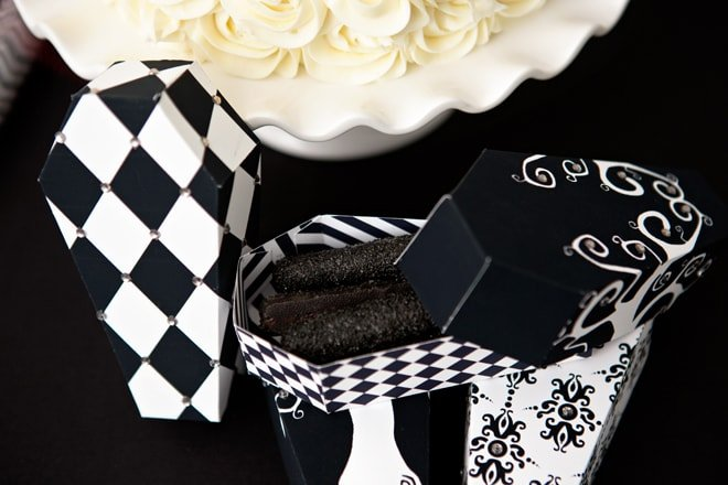 Tim Burton Inspired Halloween Party! Love the black and white details and the treats that match, cute Halloween party ideas! Pizzazzerie.com