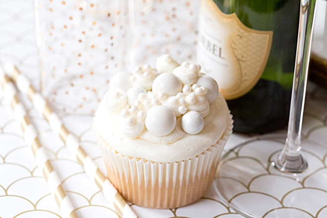Recipe for New Year's Eve Champagne Cupcakes! pizzazzerie.com