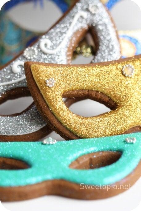 Masked Mardi Gras cookies