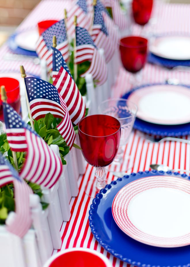 Set a perfect patriotic party table for July 4th!