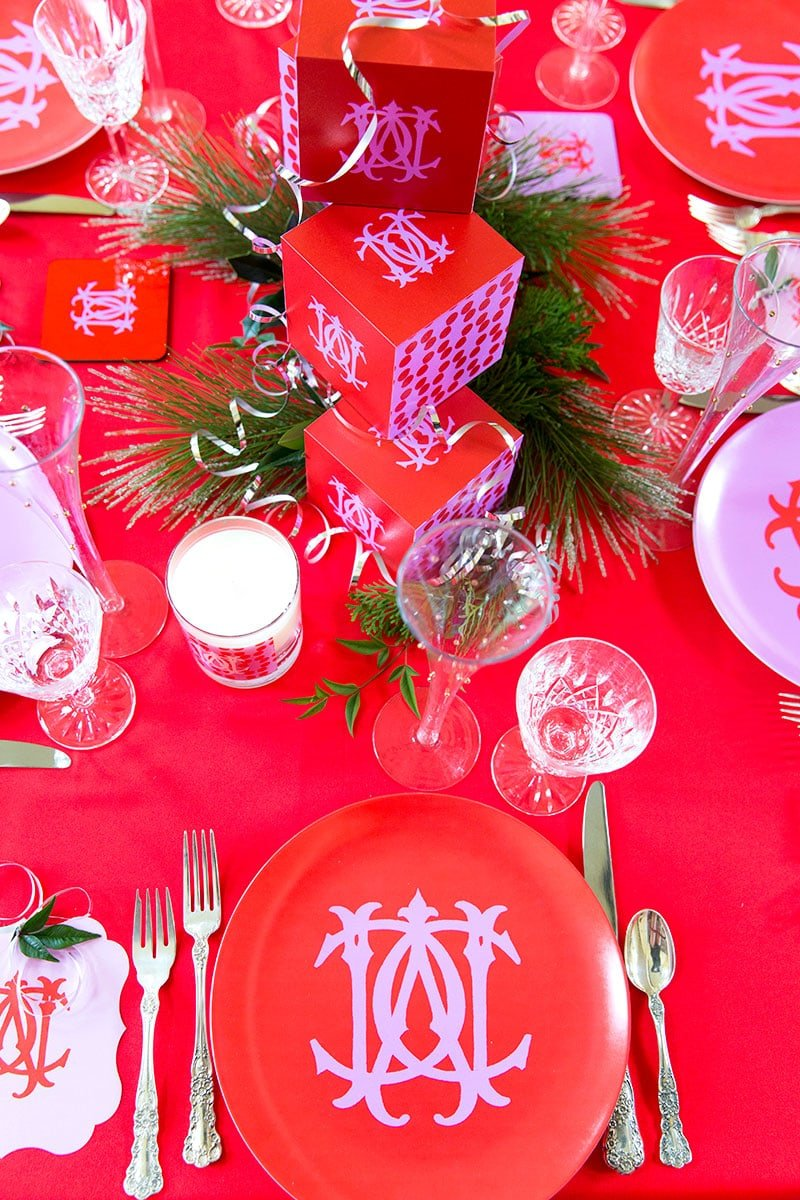 Pink & Red Monogram Christmas Tablescape, tips and ideas to recreate the look! Pizzazzerie.com
