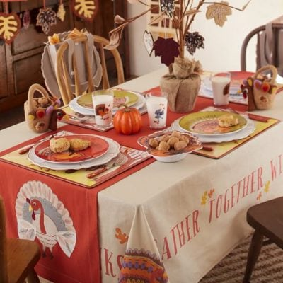 Thanksgiving Kids' Table - So cute!