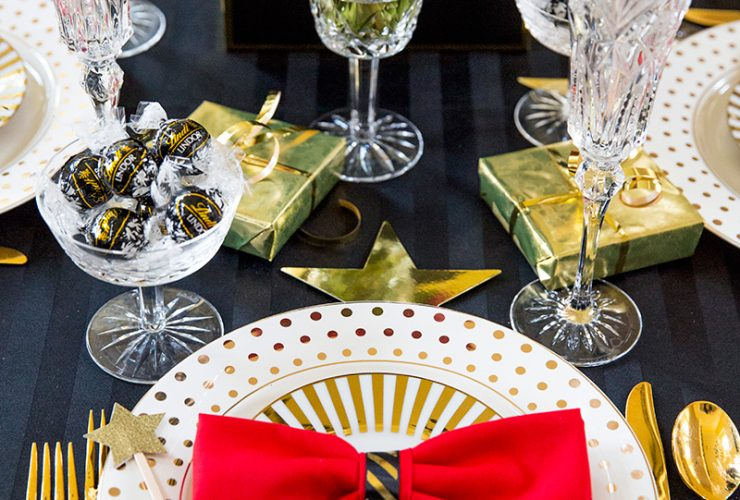 Golden Globes Party Tablescape