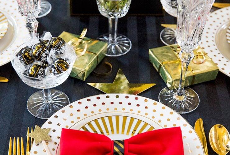 Golden Globes Party Tablescape