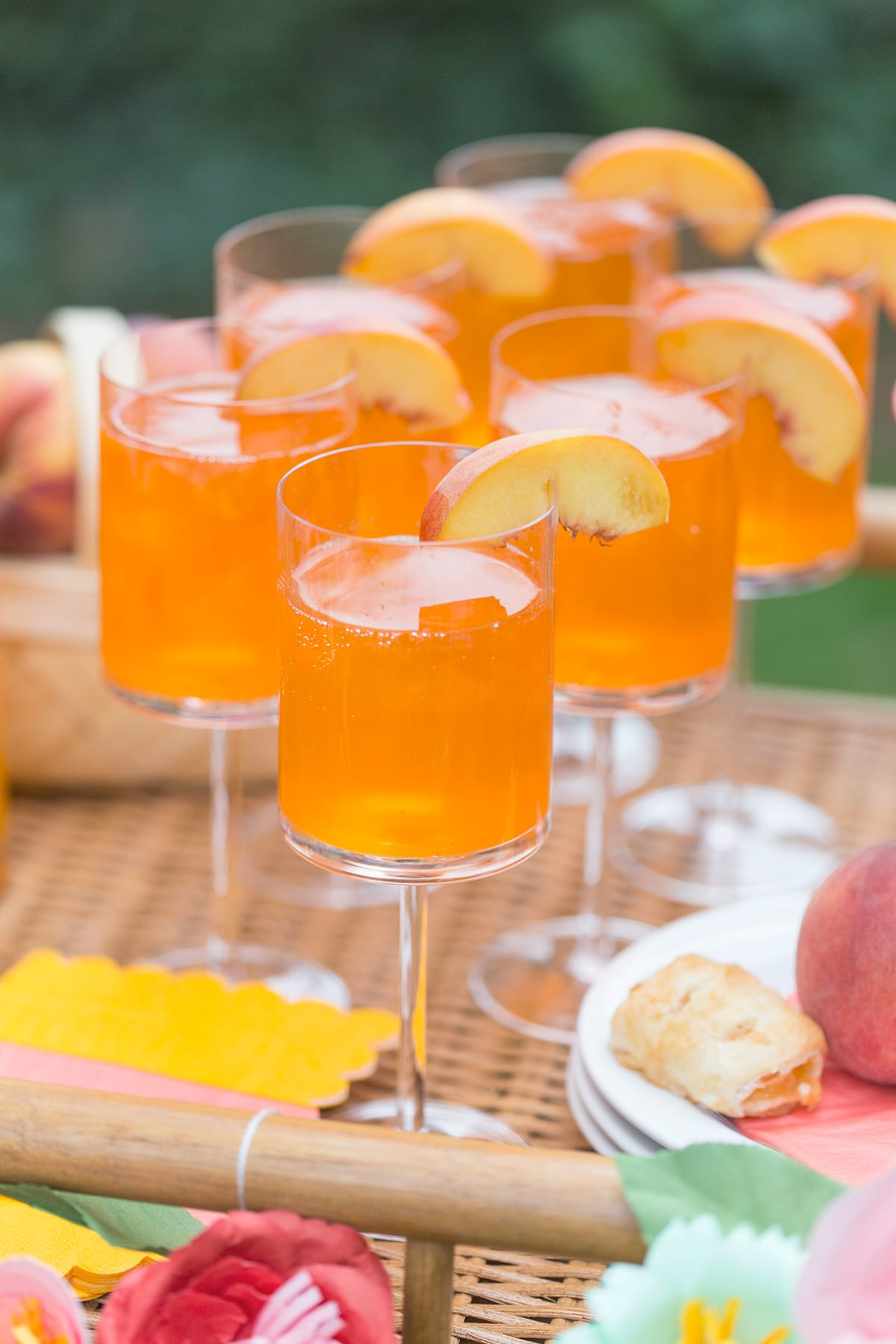 This Bellini actually SHIMMERS! So pretty! Get the recipe and tips to entertain in style.