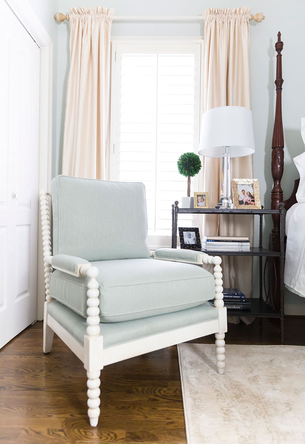 The perfect chair for any bedroom!