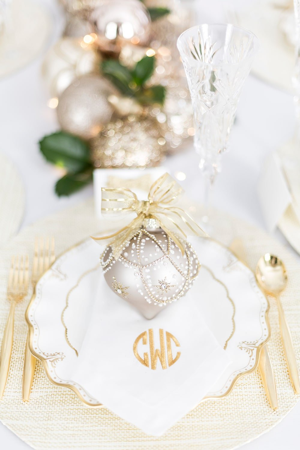 set your holiday table with glitz and glam