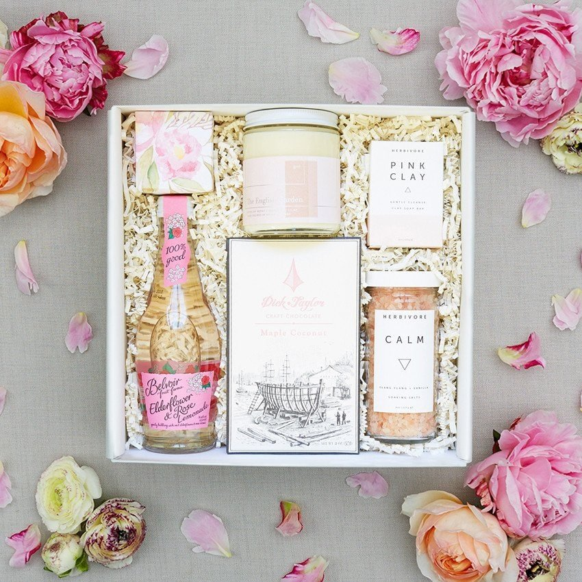 Gorgeous curated gift boxes, fave new sites like Teak and Twine!