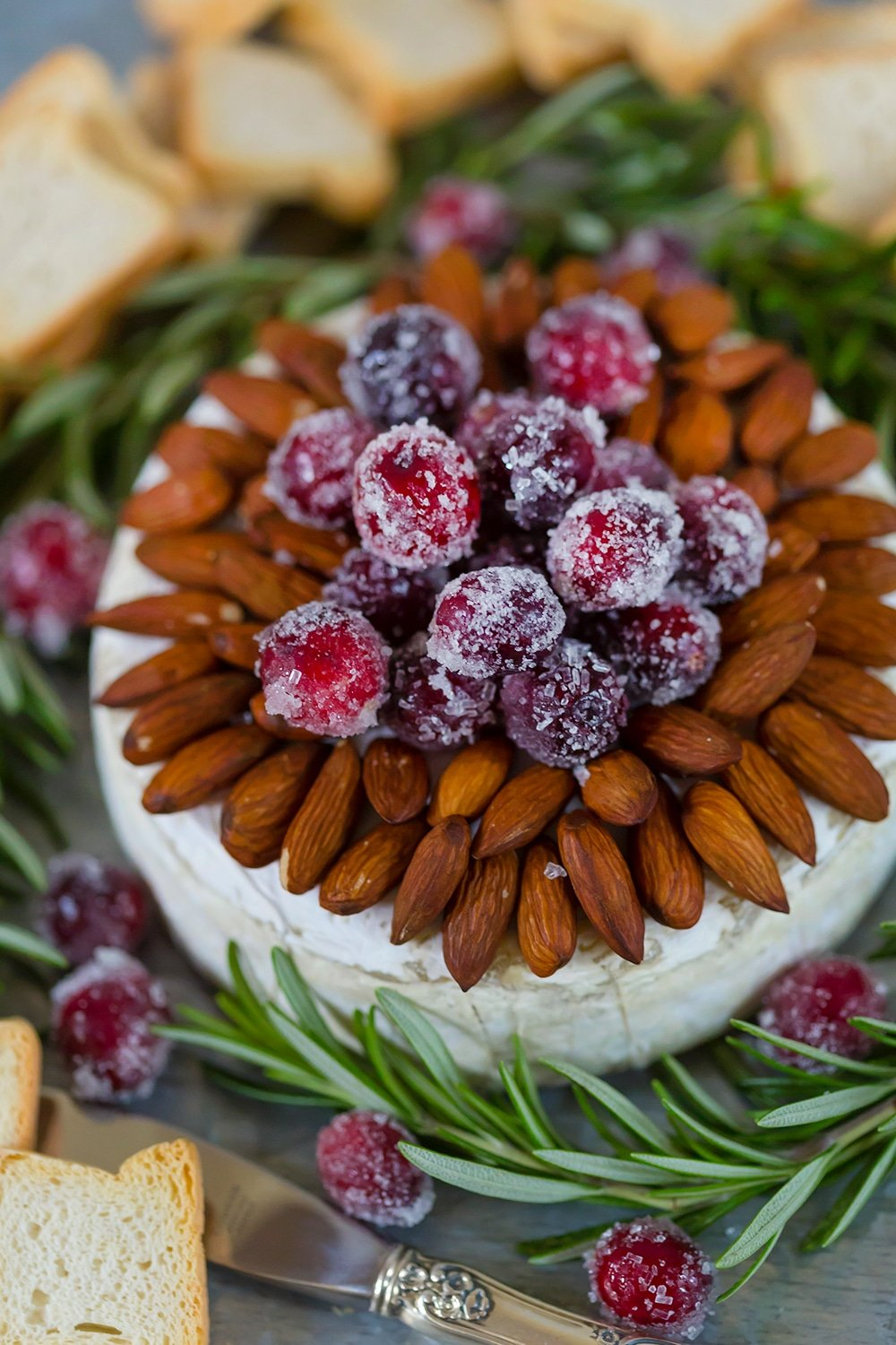 Sparkling Cranberry and Almond Baked Brie, fabulous holiday appetizer!