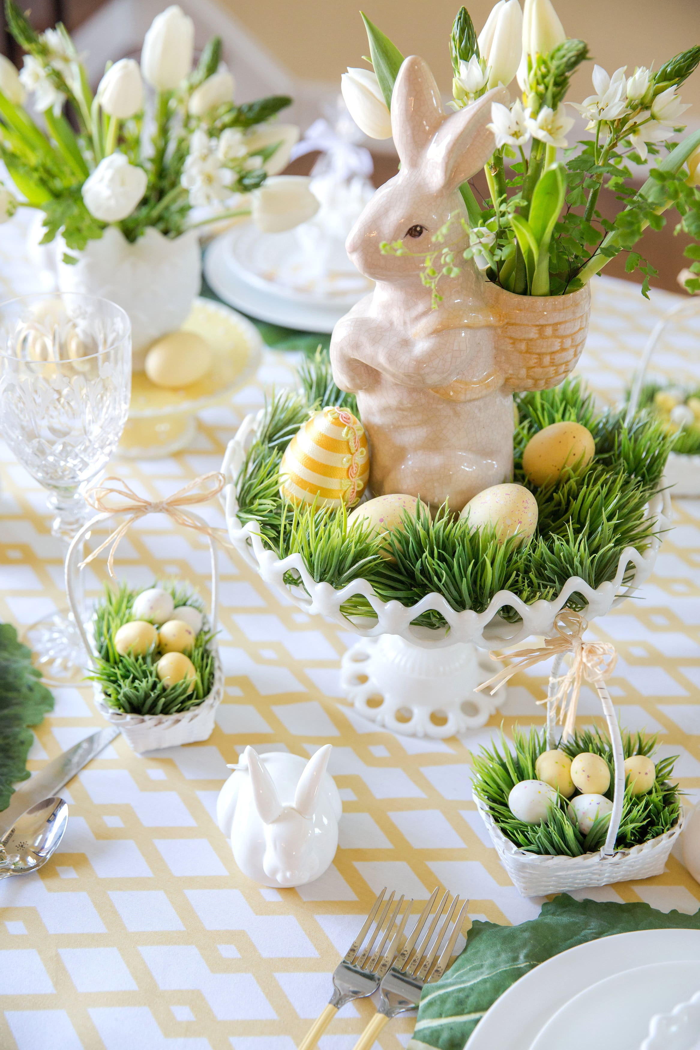 Easter table decorations place setting ideas pizzazzerie for Easter dinner table decorating ideas
