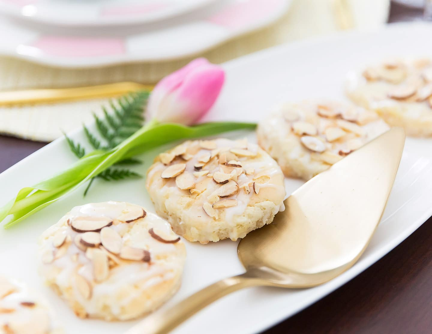 http://pizzazzerie.com/wp-content/uploads/2017/03/almond-pastry-cookies-03.jpg