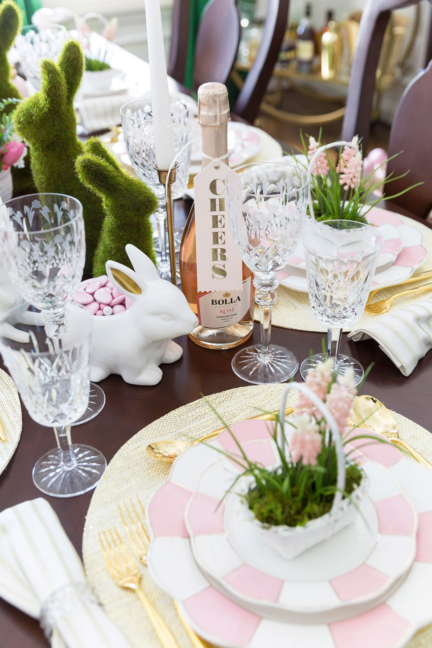 Set a gorgeous Easter Tablescape