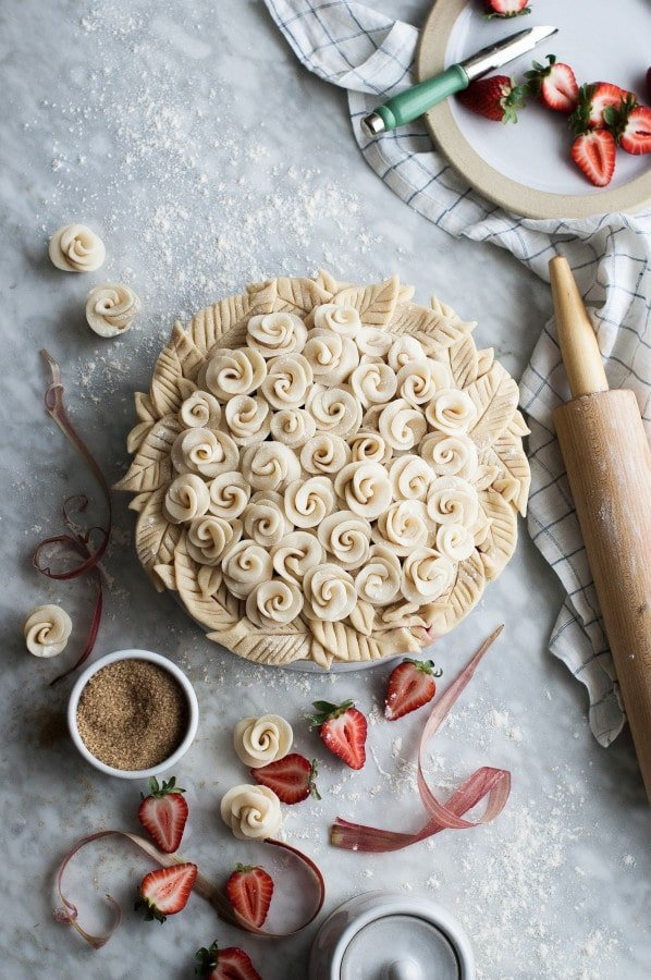 Rose Shaped Strawberry Rhubarb Pie