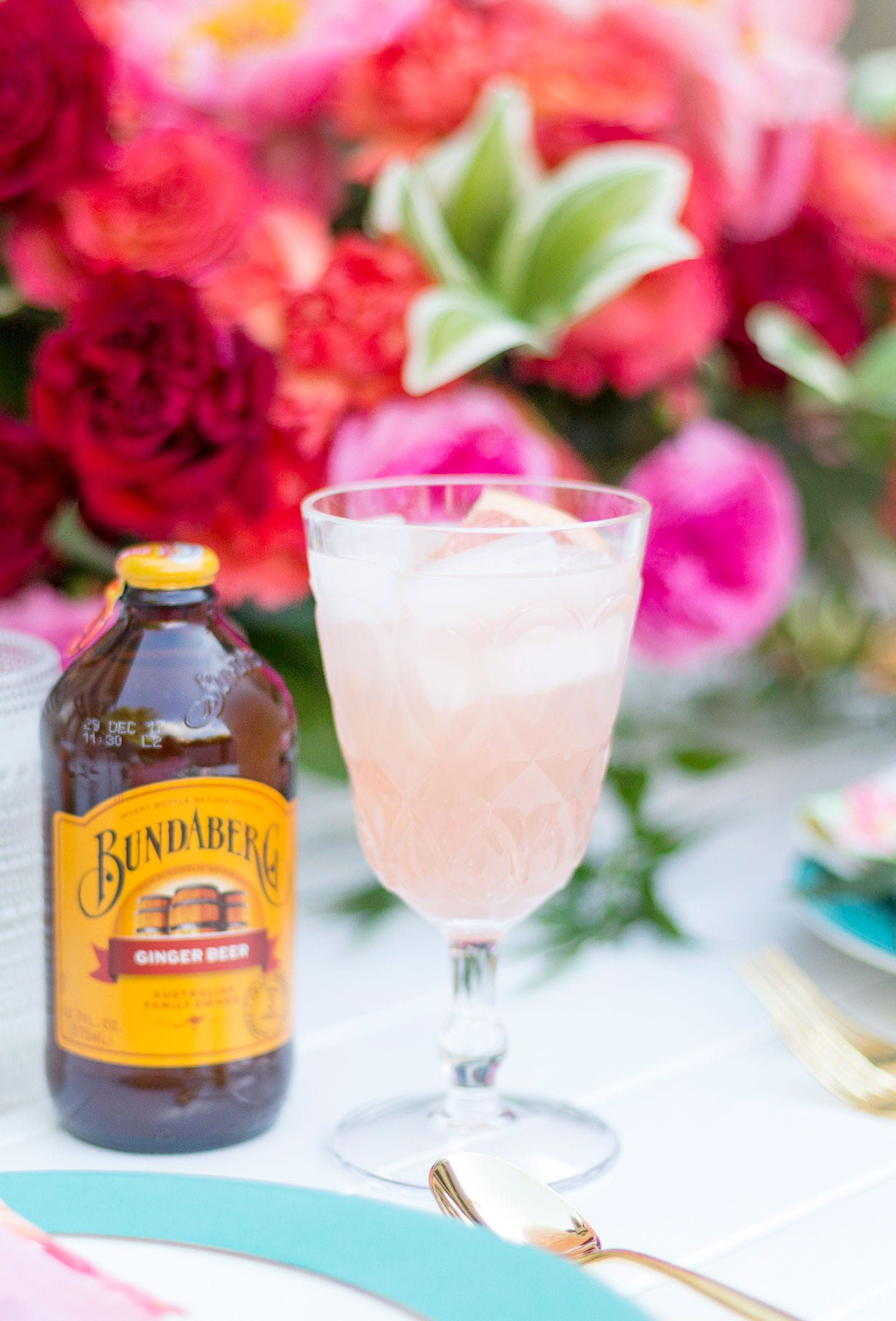 Host a Charming Backyard Summer Party + My Fave New Cocktail Recipe for a Grapefruit Ginger Sparkler!