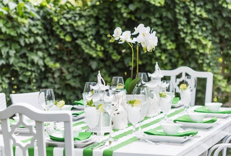 Green & White Outdoor Tablescape