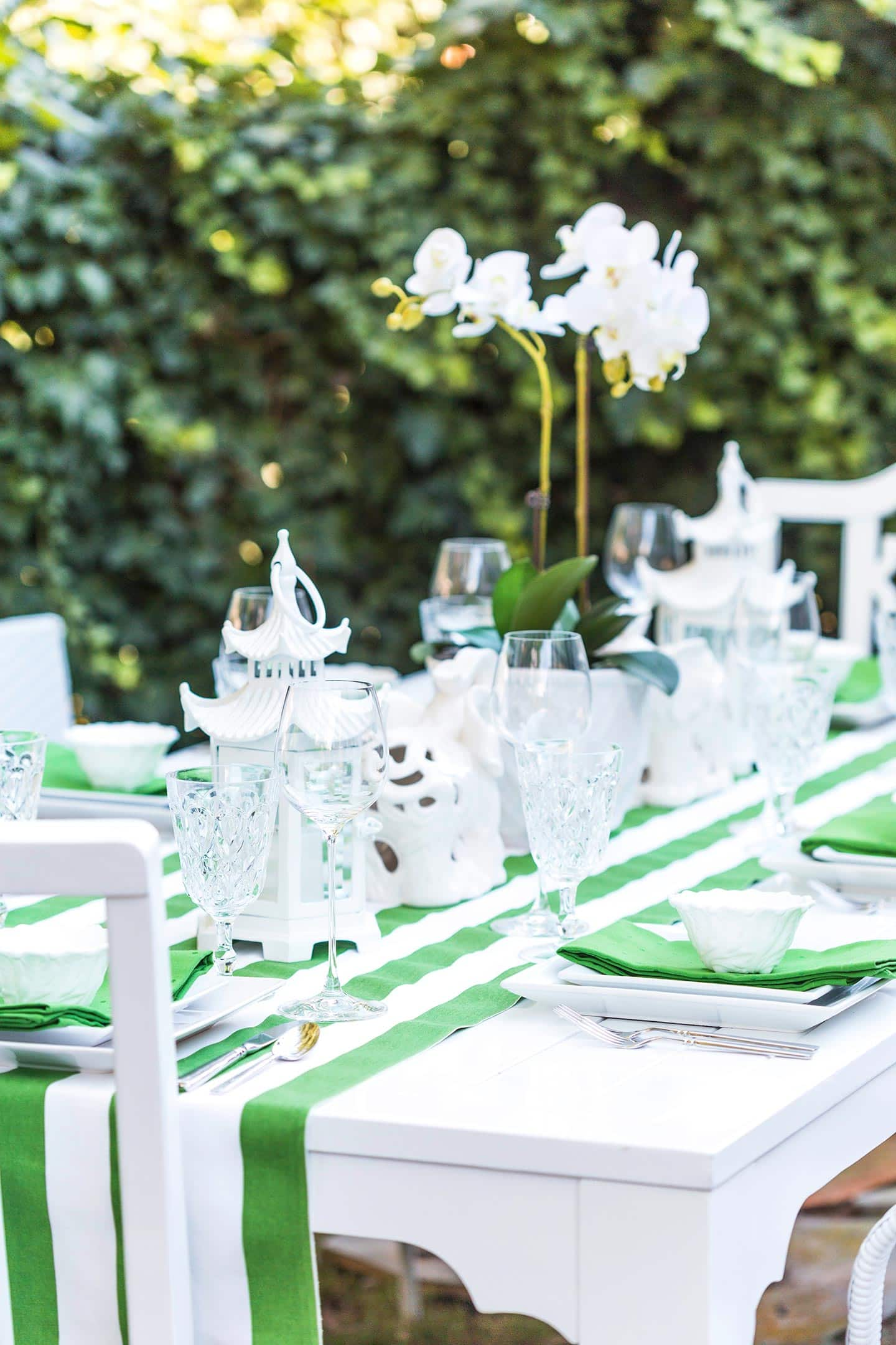 Green and White Outdoor Tablescape